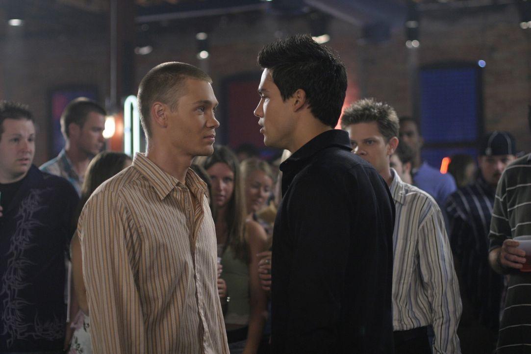 Wegen einer Frau liegen sich Lucas (Chad Michael Murray, l.) und Felix (Micheal Copon, r.) in den Haaren ... - Bildquelle: Warner Bros. Pictures