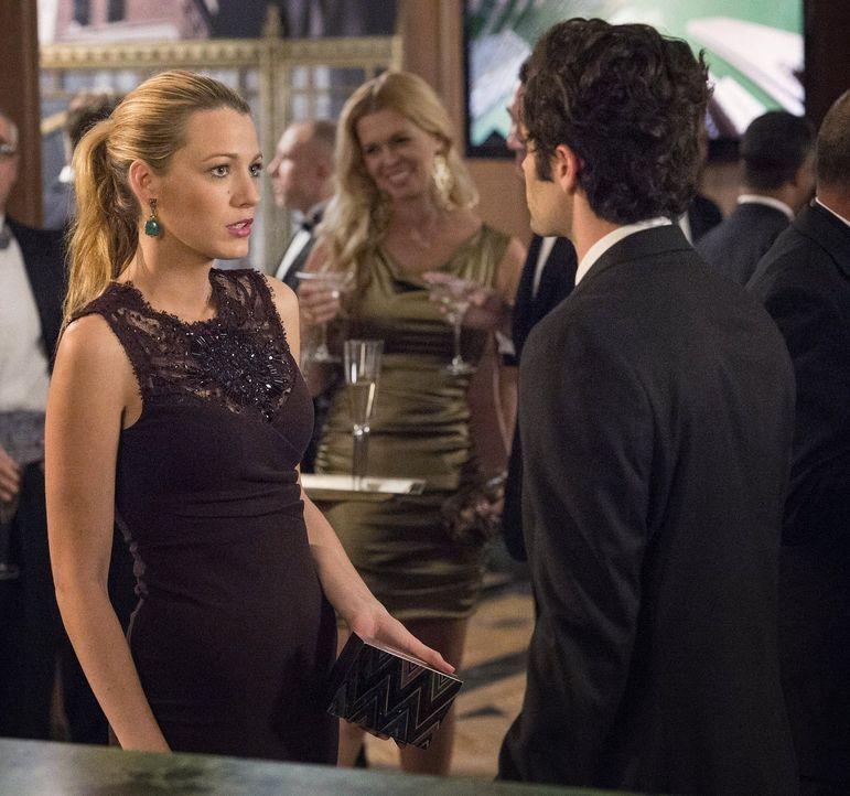 Während Nate mit seinen finanziellen Sorgen zu kämpfen hat, ist Serena (Blake Lively, l.) fest entschlossen, nach der Veröffentlichung von Dans (Pen... - Bildquelle: Warner Brothers