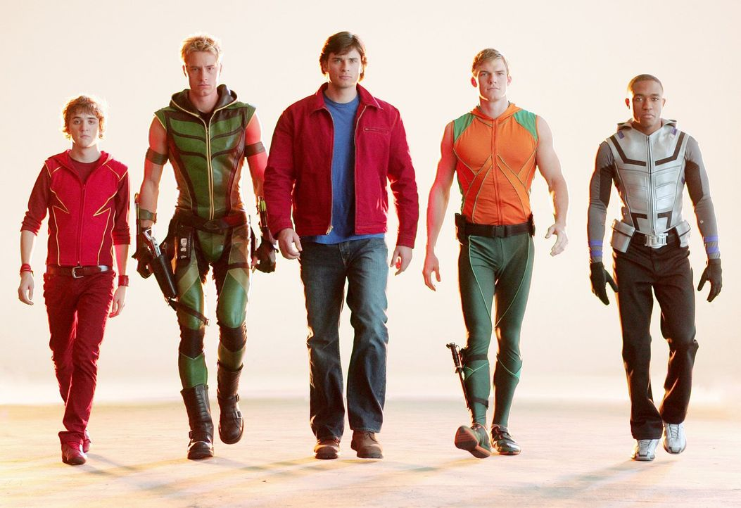 Lex' Projekt 33.1 stellt eine Bedrohung von gigantischem Ausmaß dar. Die Justice League mit Flash (Kyle Gallner, l.), Green Arrow (Justin Hartley, 2... - Bildquelle: Warner Bros.