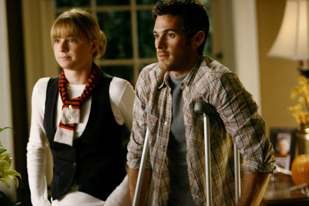 Freuen sich über Kittys Schwangerschaft und den bevorstehenden Walker-Zuwachs: Rebecca (Emily VanCamp, l.) und Justin (Dave Annable, r.)... - Bildquelle: Disney - ABC International Television