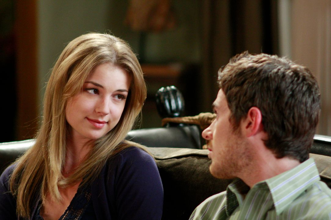 Rebecca (Emily VanCamp, l.) informiert Justin (Dave Annable, r.) über ihren zwei Millionen schweren Treuhandfonds. Das Vermögen stammt aber von sein... - Bildquelle: 2008 ABC INC.