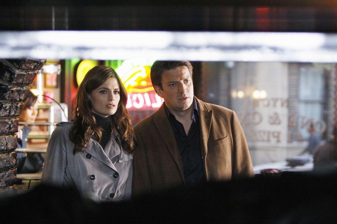 In einer Pizzeria bietet sich Richard Castle (Nathan Fillion, r.) und Kate Beckett (Stana Katic, l.) ein besonders grausamer Anblick ... - Bildquelle: ABC Studios