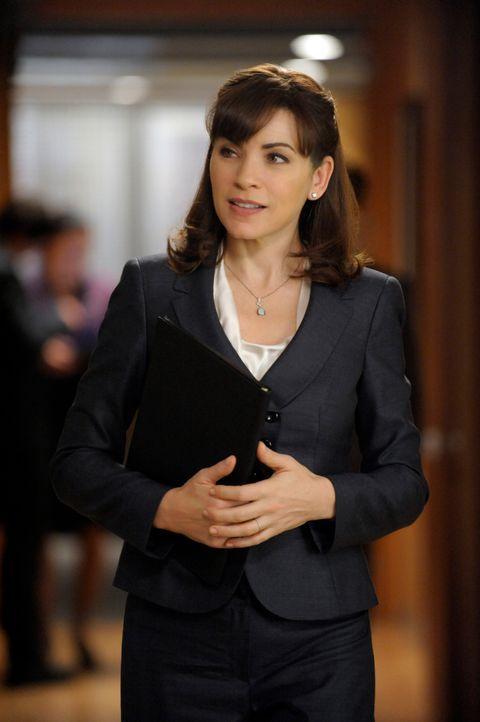 Alicia (Julianna Margulies) verteidigt einen Richter, der wegen Bestechungsvorwürfen aus seiner Zeit als Staatsanwalt angeklagt ist. - Bildquelle: 2011 CBS Broadcasting Inc. All Rights Reserved.