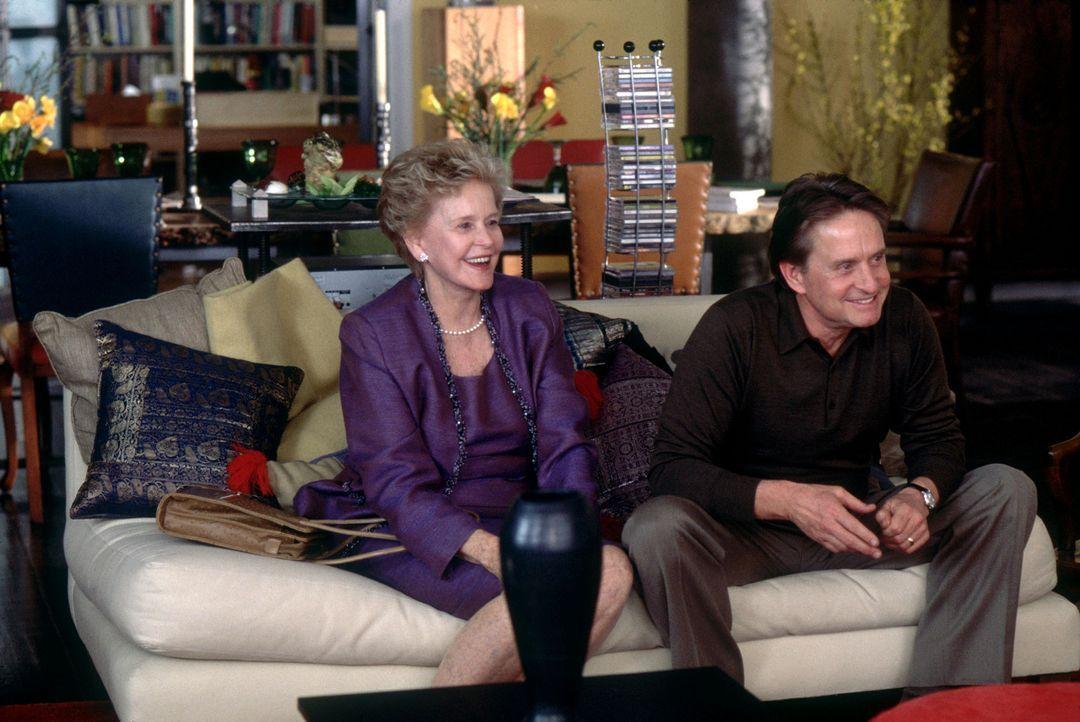 Immer wieder beruhigt Evelyn (Diane Douglas, l.) die ewigen Streithähne (Michael Douglas, r.) in ihrer geliebten Familie ... - Bildquelle: Andrew Schwartz Buena Vista International