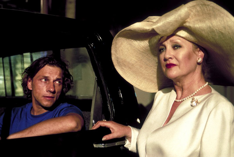 """Welche Rolle spielt die """"Queen"""" (Doris Kunstmann, r.) in dem Entführungsdrama um Gregors (Richy Müller, l.) Tochter? - Bildquelle: Erika Hauri ProSieben"""