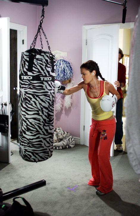 Summer (Rachel Bilson) versucht Stress und Aggressionen abzubauen ... - Bildquelle: Warner Bros. Television