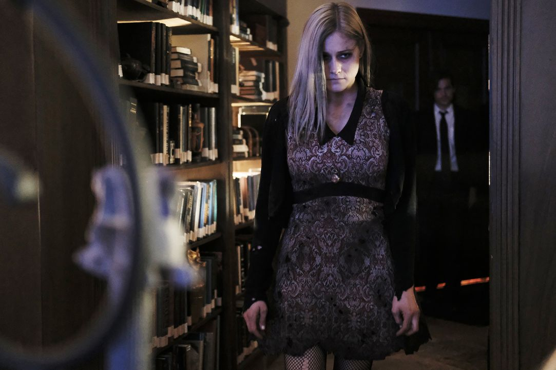 Ausgerechnet auf ihrer eigenen Beerdigungsfeier erscheint Alice (Olivia Taylor Dudley) Quentin erneut, in der Hoffnung, er wird sie aus ihrer missli... - Bildquelle: Eike Schroter 2016 Syfy Media, LLC