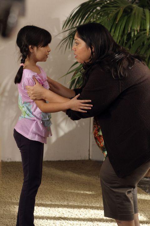 Um Grace (Cecilia Balagot, l.) und Carmen (Carla Jimenez, r.), vor der Abschiebung zu retten, lässt sich Gabrielle was ganz besonderes einfallen ... - Bildquelle: ABC Studios