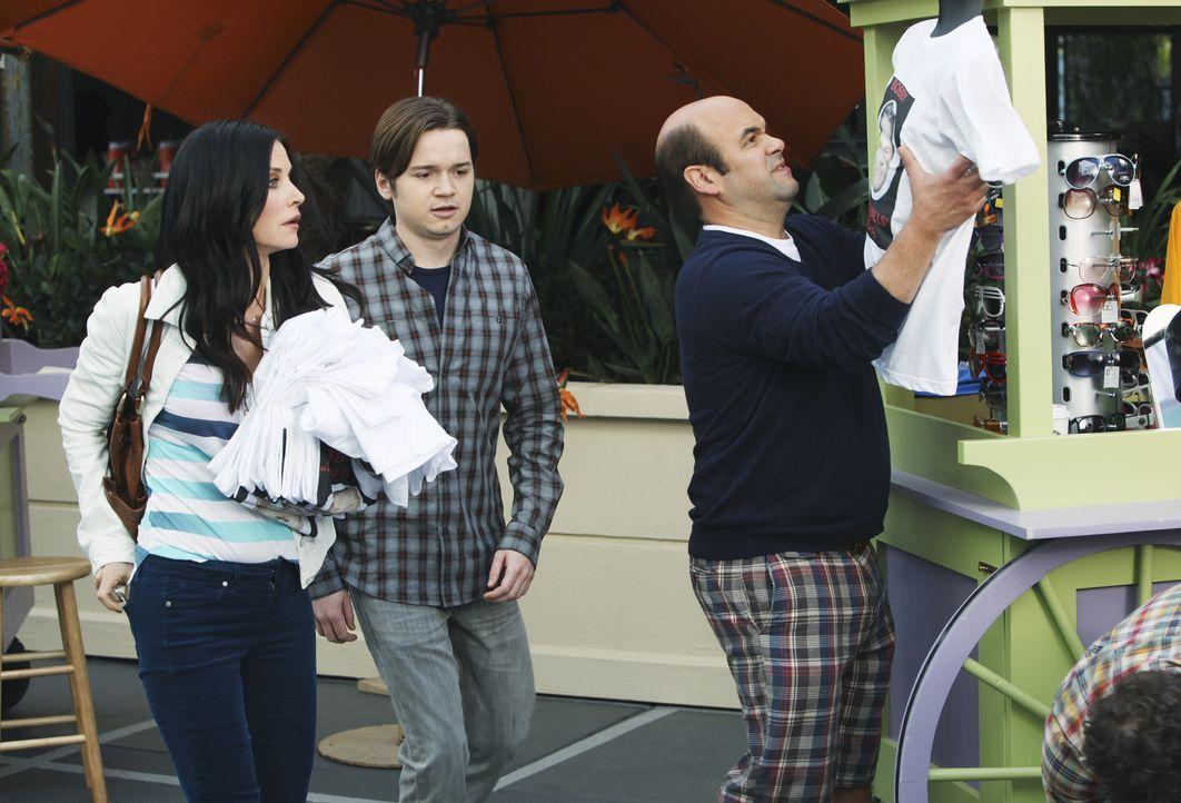 Versuchen alles, um Bobby zu schützen: Andy (Ian Gomez, r.), Jules (Courteney Cox, l.) und Travis (Dan Byrd, M.) ... - Bildquelle: 2010 ABC INC.