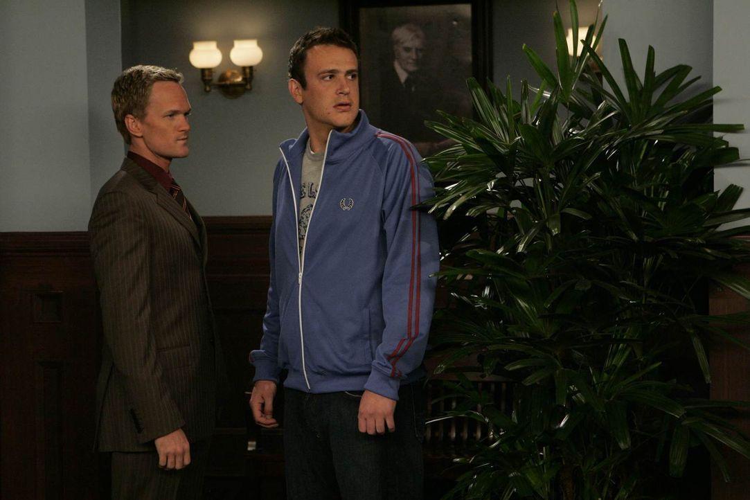 Marshall (Jason Segel, r.) hat Probleme mit seiner Professorin, darum kommt ihm Barney (Neil Patrick Harris, l.) zur Hilfe ... - Bildquelle: 20th Century Fox International Television