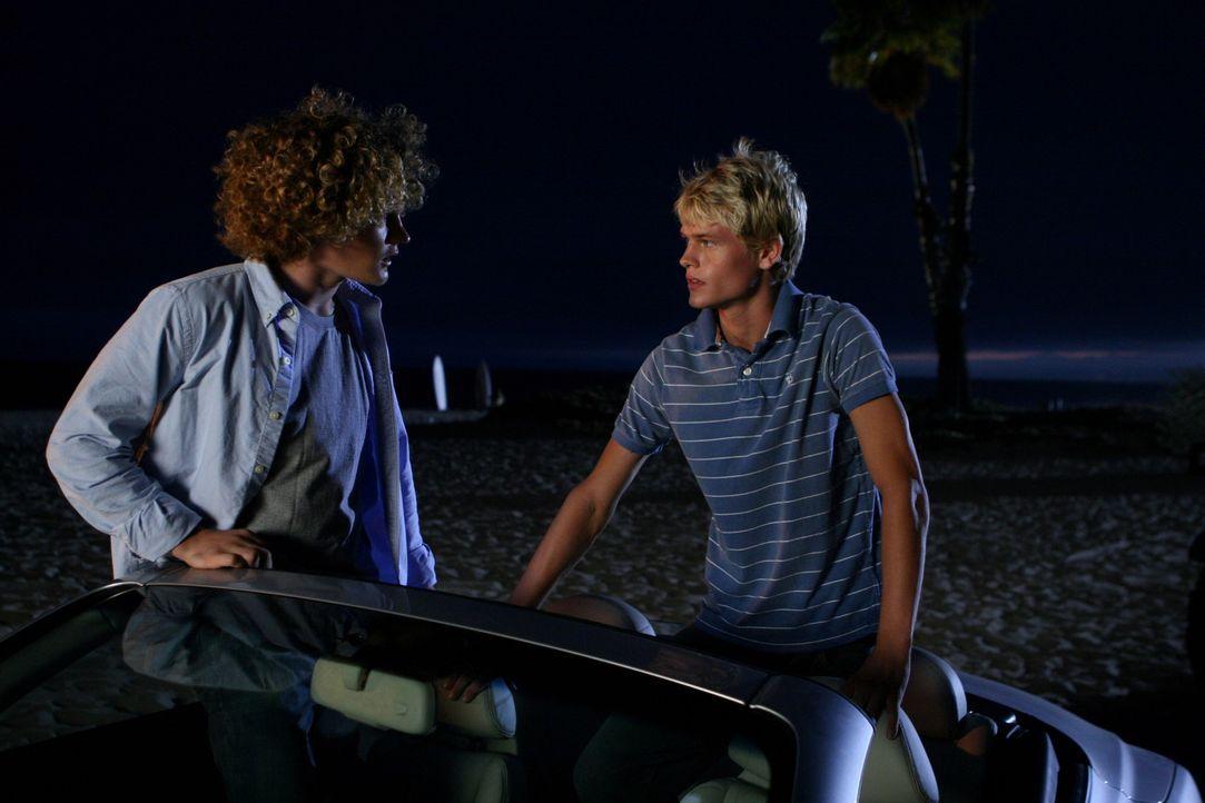 Kaitlins neue Freunde: Brad (Wayne Dalglish, l.) und Eric (Corey Price, r.) ... - Bildquelle: Warner Bros. Television