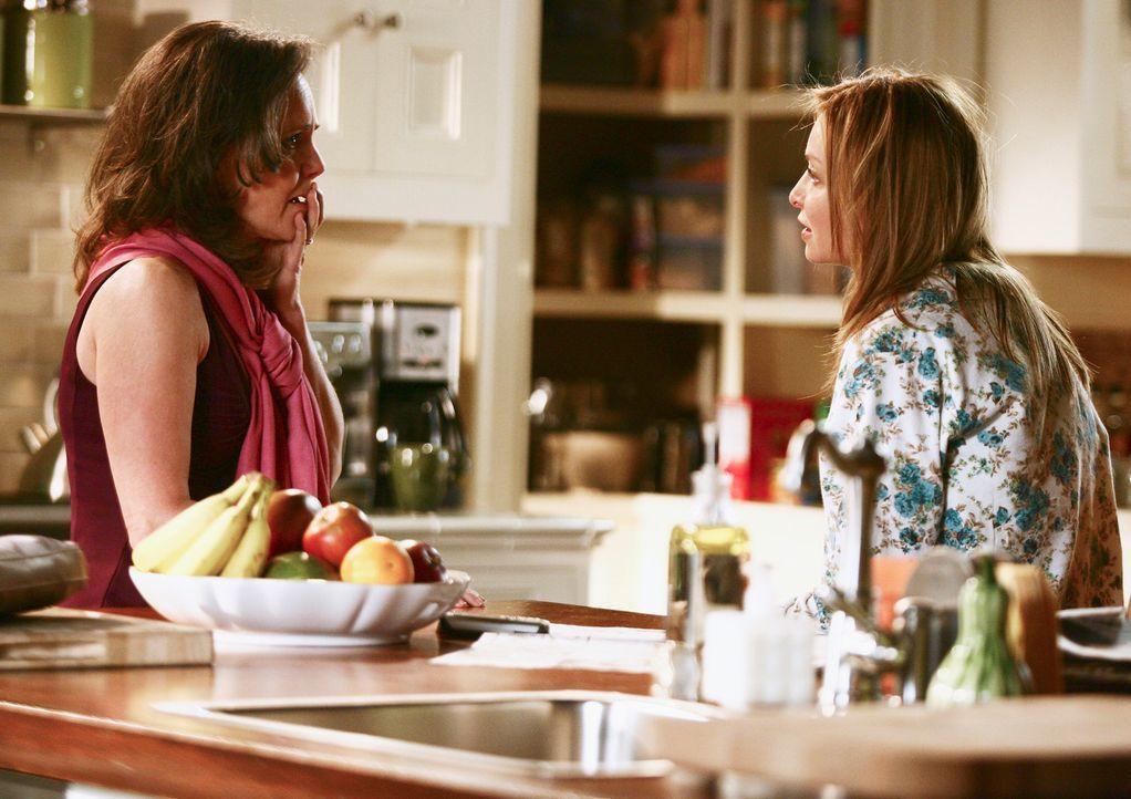 Machen sich große Sorgen um Justin: Nora (Sally Field, l.) und Kitty (Calista Flockhart, r.) ... - Bildquelle: Disney - ABC International Television