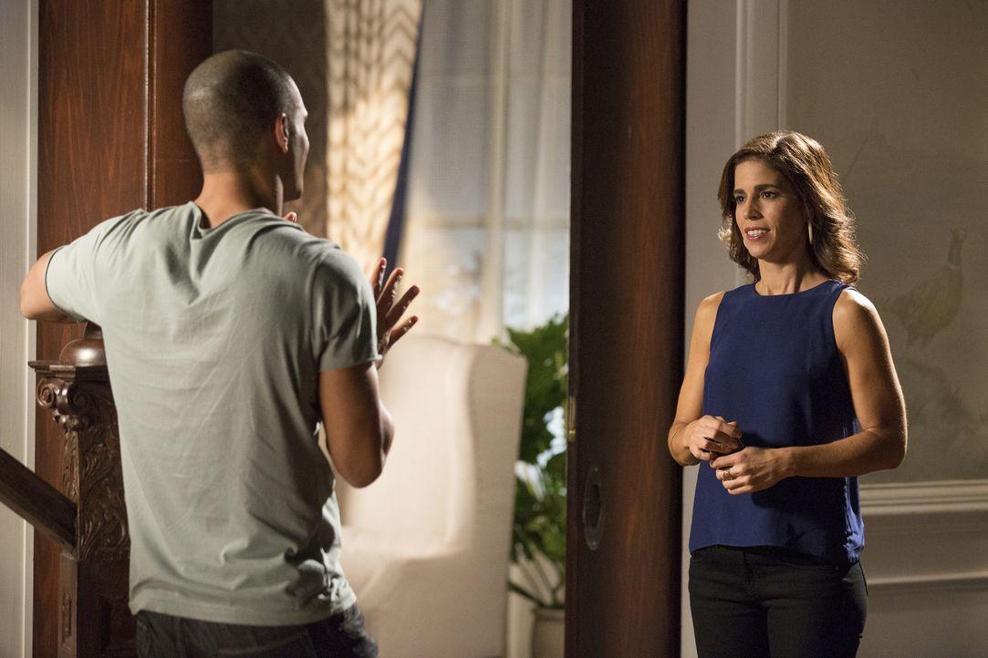Marisol (Ana Ortiz, r.) fällt es immer schwerer, ihr Interesse an Jesse (Nathan Owens, l.) unter Kontrolle zu halten ... - Bildquelle: Bob Mahoney 2015 American Broadcasting Companies, Inc. All rights reserved.