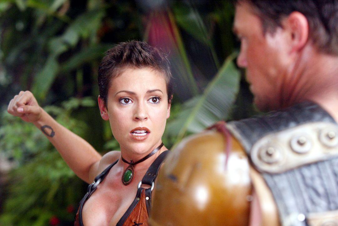 Phoebe (Alyssa Milano, l.) entdeckt an sich eine ganz neue Fähigkeit ... - Bildquelle: Paramount Pictures.