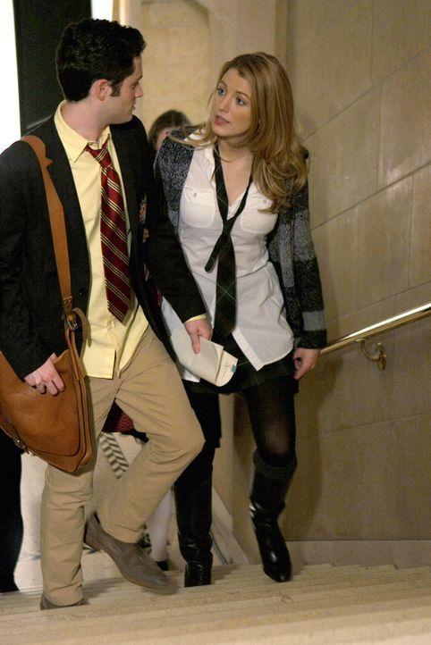 Durch eine Racheaktion von Blair an Miss Carr wird ihre Liebe auf eine harte Probe gestellt: Dan (Penn Badgley, l.) und Serena (Blake Lively, r.) ... - Bildquelle: Warner Brothers