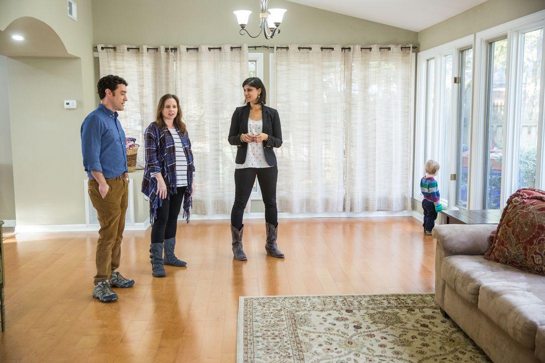 Während Lex und Trey mit dem Umbau des Hauses aus den 1930er Jahren alle Hände voll zu tun haben, präsentiert Alana (r.) den Eltern Billy (l.) und D... - Bildquelle: Matt Blair 2015,HGTV/Scripps Networks, LLC. All Rights Reserved