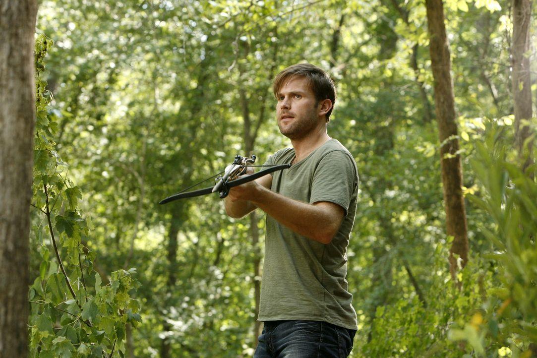 Hat sich von Elena überreden lassen, sich mit ihr auf die Suche nach Stefan zu machen: Alaric Saltzman (Matthew Davis) - Bildquelle: © Warner Bros. Entertainment Inc.