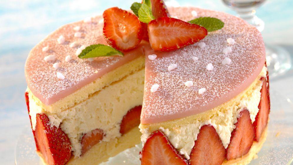 Erdbeer marzipan sahne torte
