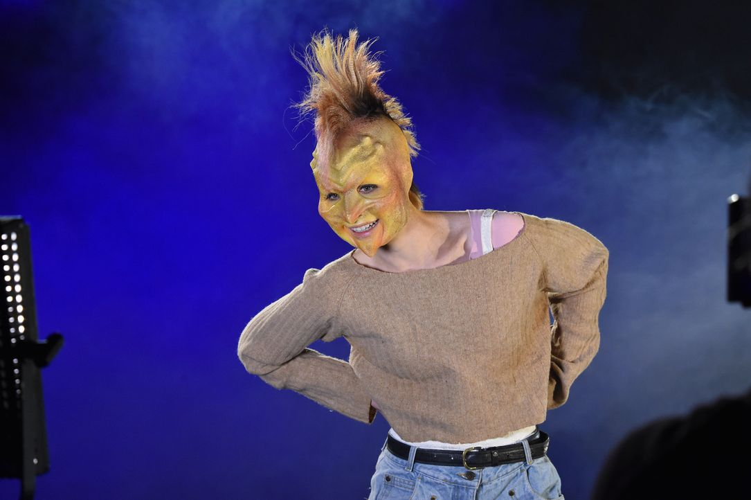 Das Punk-Girl Laura ist ein richtiger Wirbelwind ... - Bildquelle: Andre Kowalski Sixx