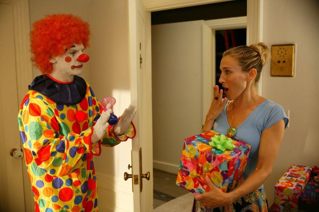 Mit einem Clown hat Carrie (Sarah Jessica Parker, r.) nicht gerechnet ... - Bildquelle: Paramount Pictures