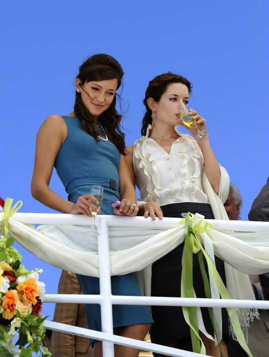 Trish (Katie Cassidy, l.) ist überglücklich: Die Hochzeit mit ihrem Traummann Henry steht bevor, und ihre beste Freundin Shea (Gina Holden, r.) is... - Bildquelle: 2009 CBS Studios Inc. All Rights Reserved.