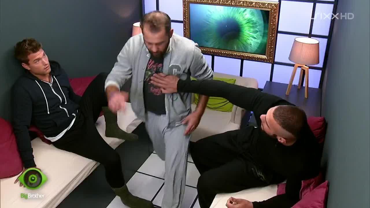 Manuel, Kevin und Thomas in der Sprechkabine - Bildquelle: sixx