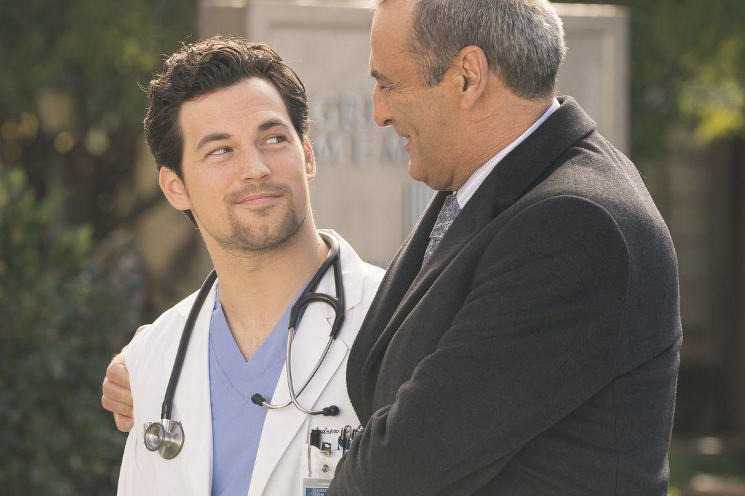 Dr. Andrew DeLuca (Giacomo Gianniotti, l.); Dr. Vincenzo DeLuca (Lorenzo Caccialanza, r.) - Bildquelle: Eric McCandless ABC Studios / Eric McCandless