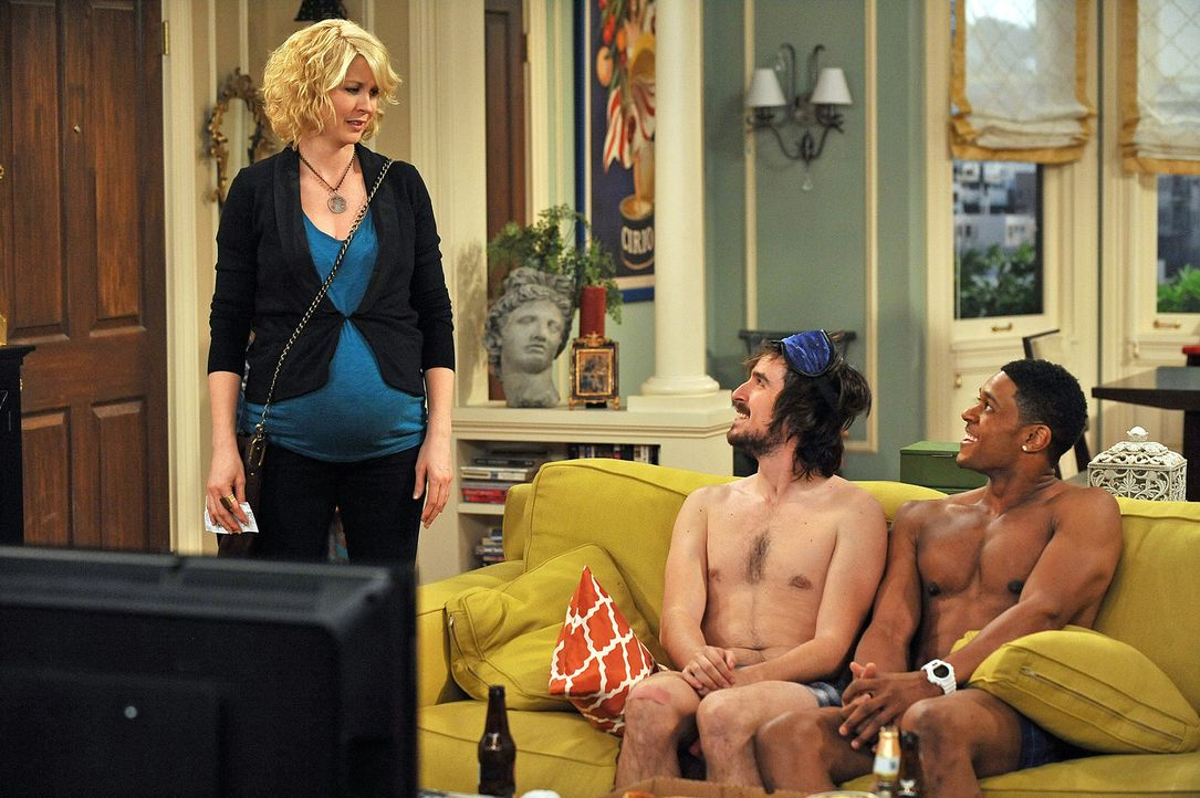 Ryan (Pooch Hall, r.) und Davis (Nicolas Wright, M.) versuchen Billie (Jenna Elfman, l.) eine Erklärung für ihren seltsamen Aufzug abzugeben ... - Bildquelle: 2009 CBS Broadcasting Inc. All Rights Reserved