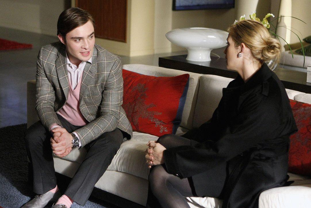 Verbünden sich gegen Jack: Chuck (Ed Westwick, l.) und Lily (Kelly Rutherford, r.) ... - Bildquelle: Warner Brothers