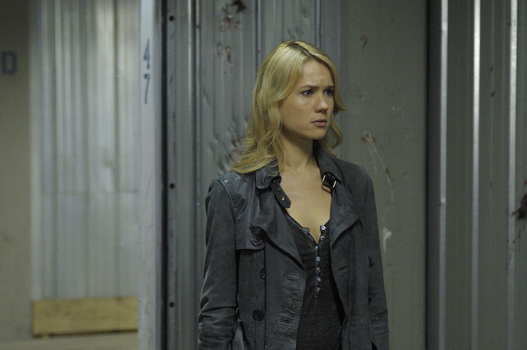 Nora (Kristen Hager) steckt mal wieder in Schwierigkeiten ... - Bildquelle: Phillipe Bosse 2013 B.H. 2 Productions (Muse) Inc. ALL RIGHTS RESERVED.
