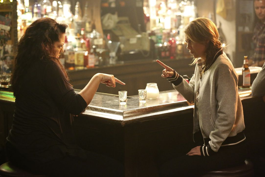 Der sehnliche Wunsch nach Sex und Liebe treibt die Freundinnen Meredith (Ellen Pompeo, r.) und Callie (Sara Ramirez, l.) an die Bar ... - Bildquelle: ABC Studios
