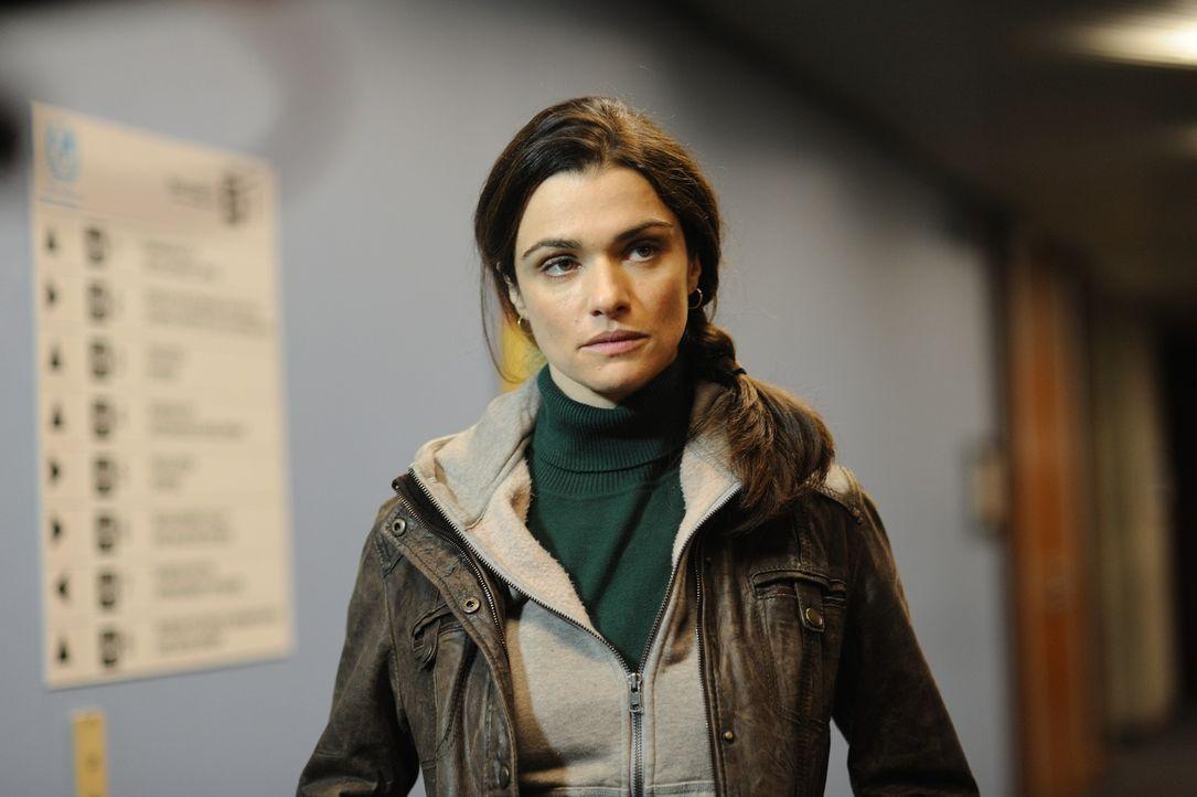 Nicht nur die Verbrecher, sondern auch die UN-Vertreter behindern die Ermittlungen der Polizistin Kathryn Bolkovac (Rachel Weisz), als diese herausf... - Bildquelle: 2010 Whistleblower (Gen One) Canada Inc. and Barry Films GmbH