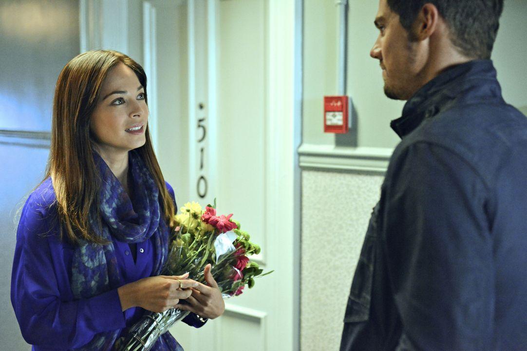 Suchen nach einem mysteriösen Biest, als ein FBI-Agent stirbt: Vincent (Jay Ryan, r.) und Catherine (Kristin Kreuk, l.) ... - Bildquelle: 2013 The CW Network, LLC. All rights reserved.