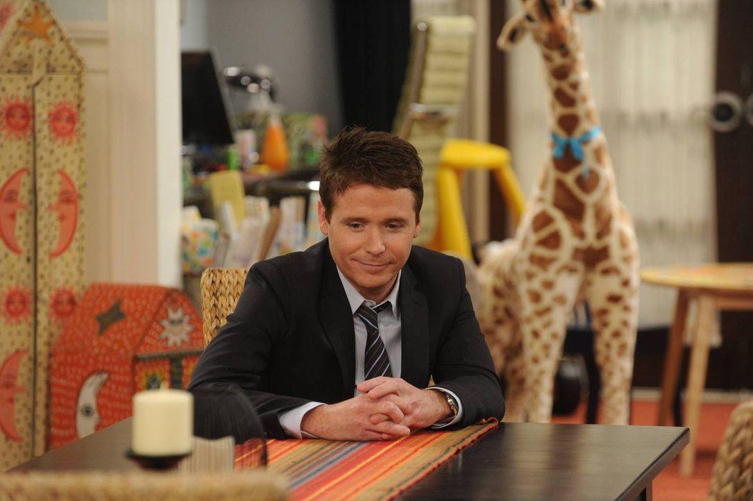 Noch glaubt Bobby (Kevin Connolly), nie wieder seine nervige Schwiegermutter als Nanny einstellen zu müssen ... - Bildquelle: 2013 CBS Broadcasting, Inc. All Rights Reserved.