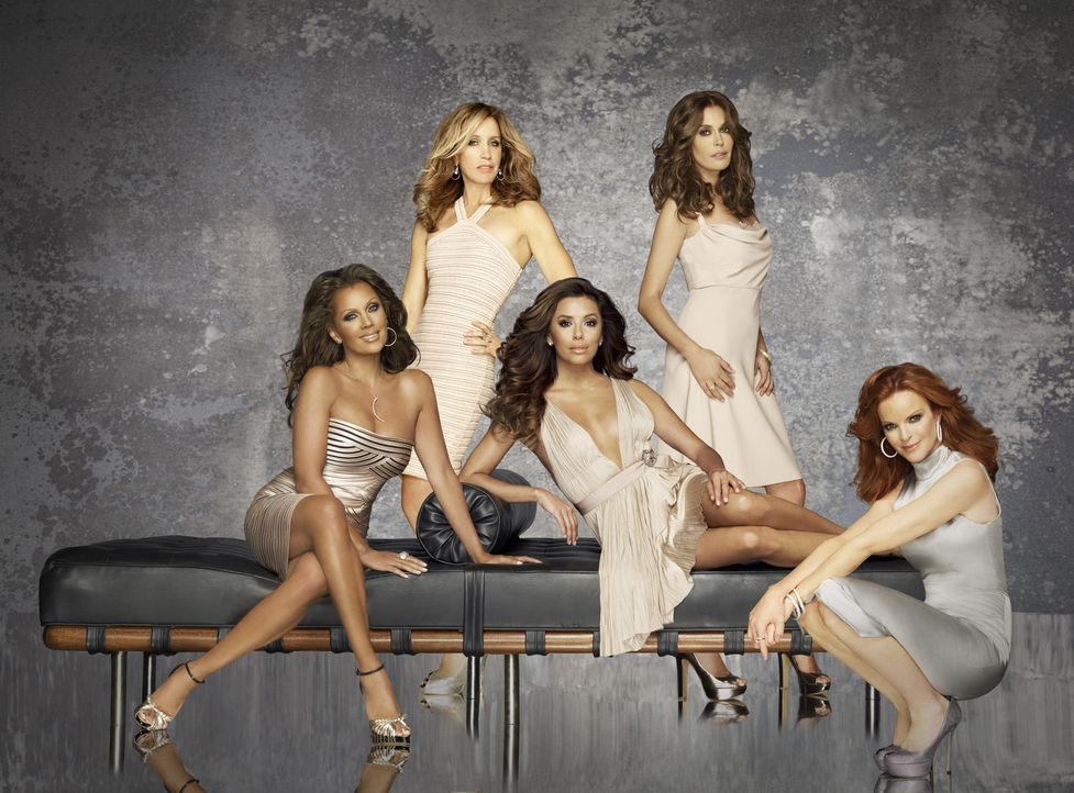 (8. Staffel) - Verzweifelte Hausfrauen: Lynette (Felicity Huffman, 2.v.l.), Bree (Marcia Cross, r.), Gabrielle (Eva Longoria, M.), Susan (Teri Hatch... - Bildquelle: ABC Studios