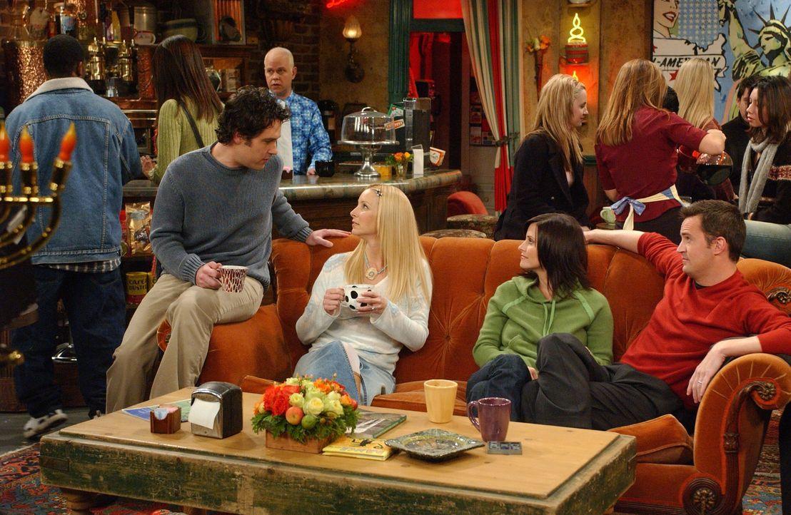 Als Mike (Paul Rudd, l.) seine Namen in Crap Bag (Mistsack) wechselt, entscheidet sich Phoebe (Lisa Kudrow, 2.v.l.), einfach nur Phoebe Buffay-Hanni... - Bildquelle: 2003 Warner Brothers International Television