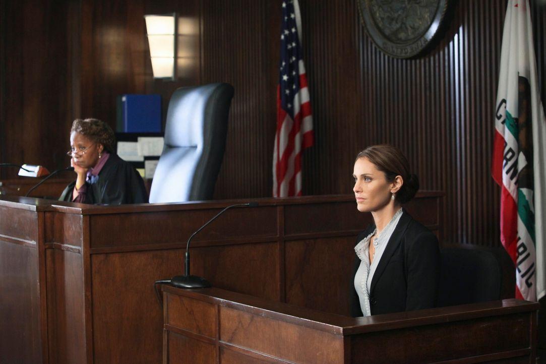 Ein schwerer Schritt: Violet (Amy Brenneman, r.) muss in den Zeugenstand und gegen Katie aussagen ... - Bildquelle: ABC Studios
