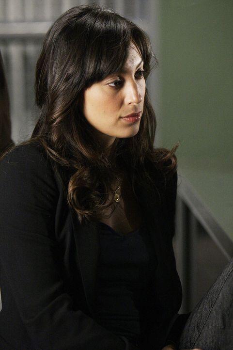 Nachdem eine vertrocknete Leiche gefunden wurde, beginnen für Liz (Aya Sumika) und ihre Kollegen die Ermittlungen ... - Bildquelle: Paramount Network Television
