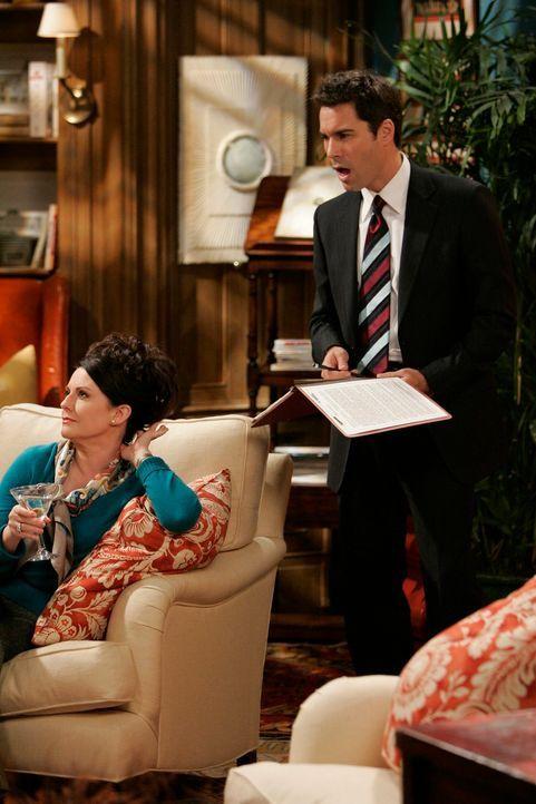 Noch macht sich Karen (Megan Mullally, l.) über Wills (Eric McCormack, r.) neuen Job lustig, jedoch ahnt sie nicht, dass sie das bald bitter büssen... - Bildquelle: NBC Productions