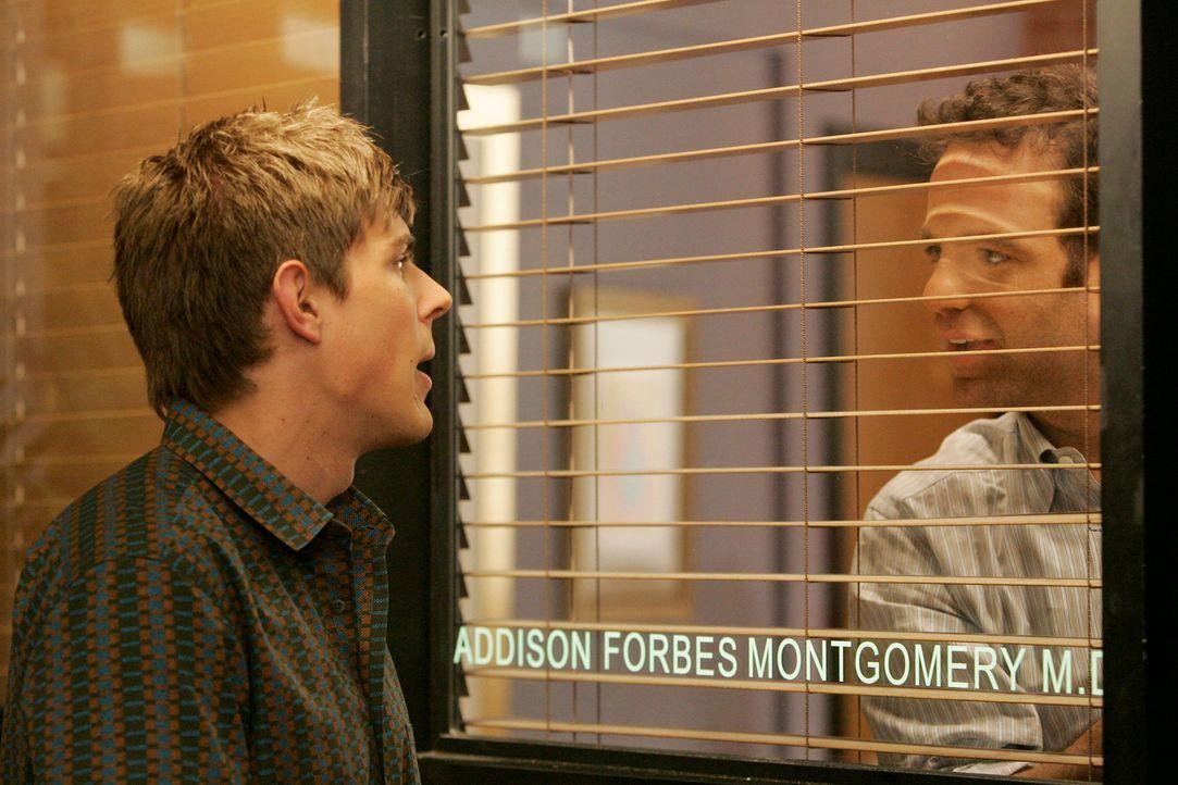 Während Cooper (Paul Adelstein, r.) ein Geheimnis vor Violet geheim halten muss, reicht Dell (Chris Lowell, l.) seine Kündigung ein ... - Bildquelle: ABC Studios