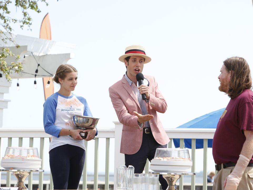 (v.l.n.r.) Rosie Novak (Savannah Wise); Evan Lawson (Paulo Costanzo); Ernie (Donal Logue) - Bildquelle: Quantrell D. Colbert 2012 USA Network Media, LLC / Quantrell D. Colbert