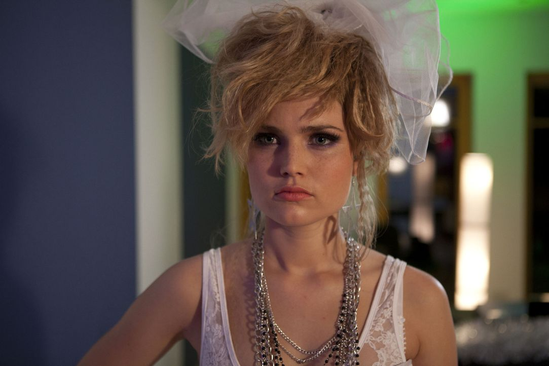 Bangt um ihre perfekte Party: Caro (Sonja Bertram) ... - Bildquelle: SAT.1