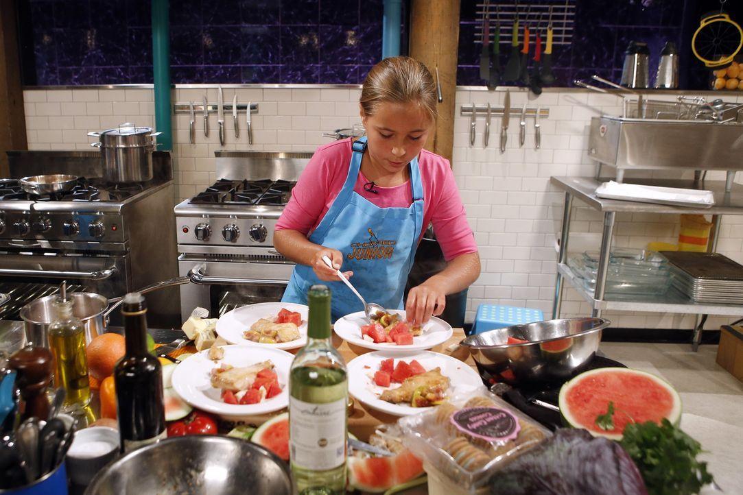 Muss aus Feigen, Austern-Soße, Zuckerwatte-Keksen und Schwertfisch eine Vorspeise kreieren. Wird sie damit die erste Runde überstehen? - Bildquelle: Jason DeCrow 2015, Television Food Network, G.P. All Rights Reserved