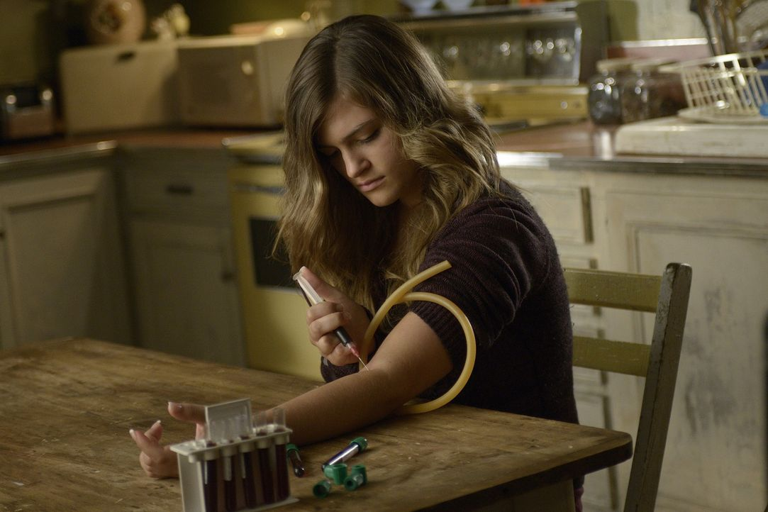 Josh versucht, Erins (Lydia Doesburg) Teenager-Verhalten in den Griff zu bekommen. Doch sie hat einen eigenen Plan ... - Bildquelle: Phillipe Bosse 2013 B.H. 2 Productions (Muse) Inc. ALL RIGHTS RESERVED.