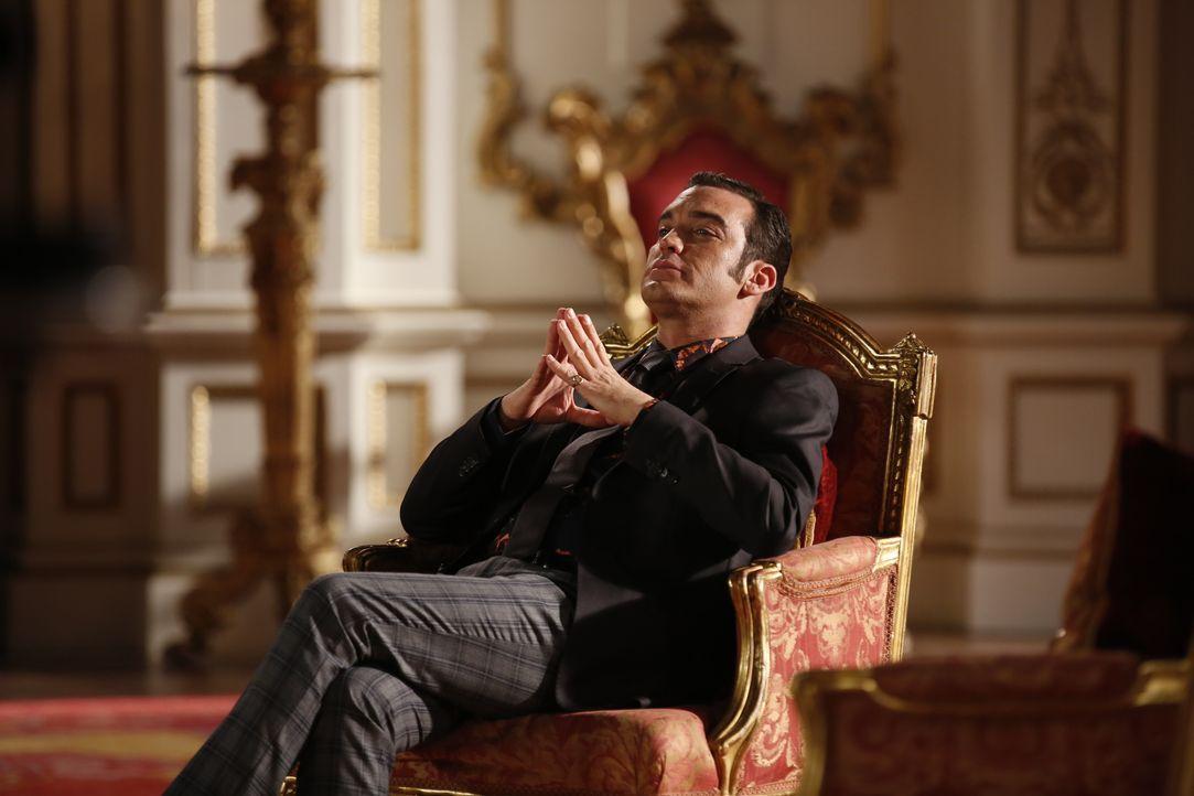 Spinnt weiter seine Intrigen im Palast: Prinz Cyrus (Jake Maskall) ... - Bildquelle: Tim Whitby 2014 E! Entertainment Media LLC/Lions Gate Television Inc. / Tim Whitby