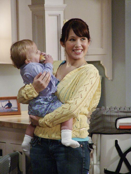 Als Lynette bemerkt, dass Claire (Marla Sokoloff, r.) ihre Arbeit wirklich hervorragend erledigt, bittet sie sie, den Kindern Rosenkohl aufzutischen... - Bildquelle: Touchstone Pictures