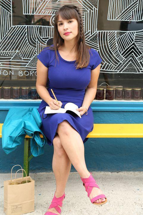Nach einem so aufregenden Tag macht sich Rachel schnell Notizen, damit sie in ihrem Blog auch alles richtig wiedergeben kann ... - Bildquelle: Richard Hill BBC 2013