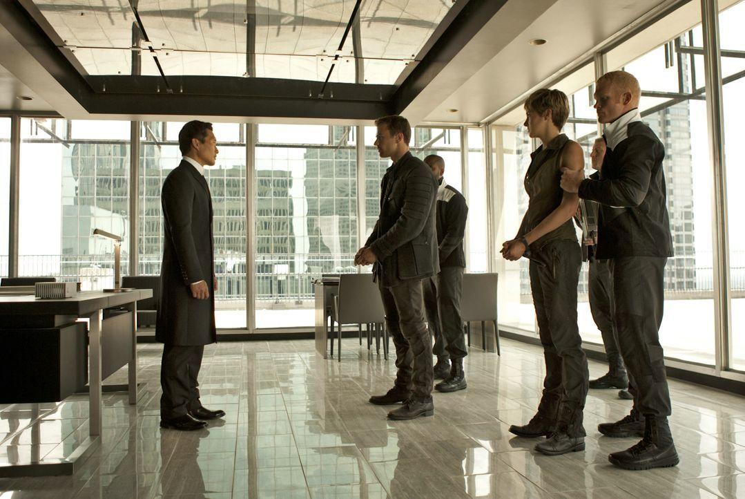 """Als """"Unbestimmte"""" steht Tris (Shailene Woodley) zwischen den Fronten der fünf Fraktionen und ist immer wieder in Gefahr. - Bildquelle: 2014 Concorde Filmverleih GmbH"""