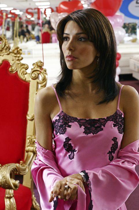 Gabrielle (Eva Longoria) hangelt sich von einem unangenehmen Job zum nächsten und muss die Erfahrung machen, ihre gerade entlassene Haushaltshilfe Y... - Bildquelle: Touchstone Television