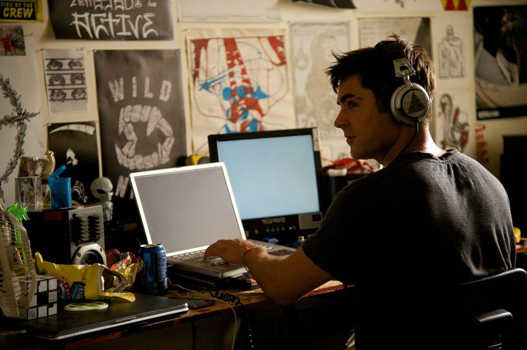 Als sich Cole Carter (Efron) in James' Freundin verliebt, ahnt er nicht, dass er damit seine gesamte Zukunft als DJ gefährdet ... - Bildquelle: 2015 STUDIOCANAL S.A. All Rights reserved.
